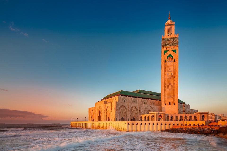 La Moschea Hassan II di Casablanca dopo il tramonto